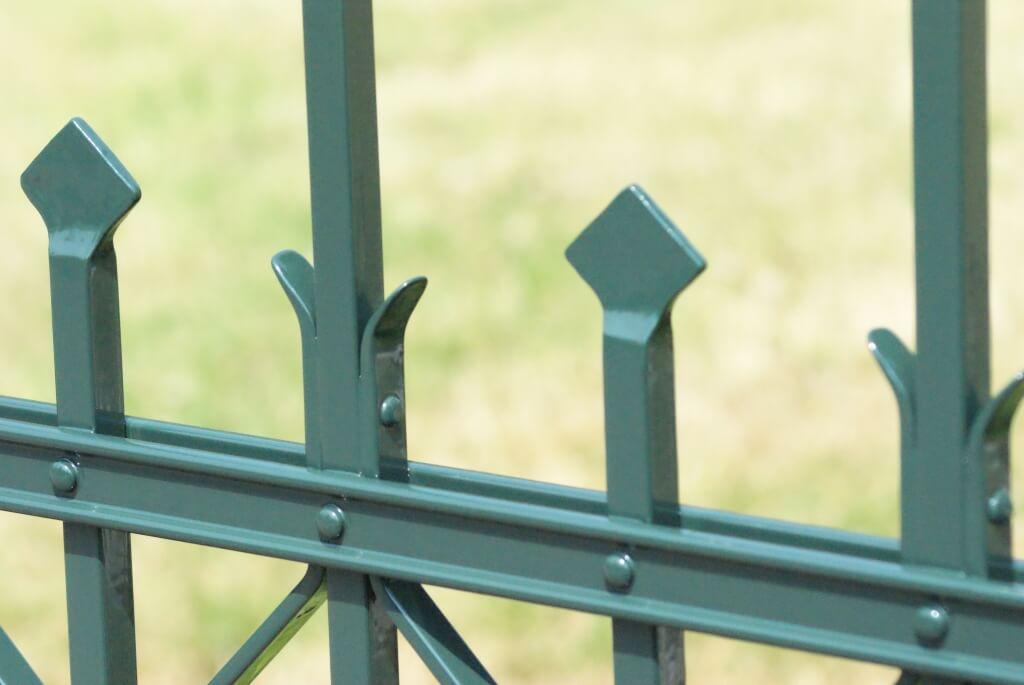 Smeedijzeren hekwerk en poort Geleen (5)